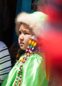девочка-в-национальном-костюме