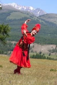 девушка-казашка-танцовщица