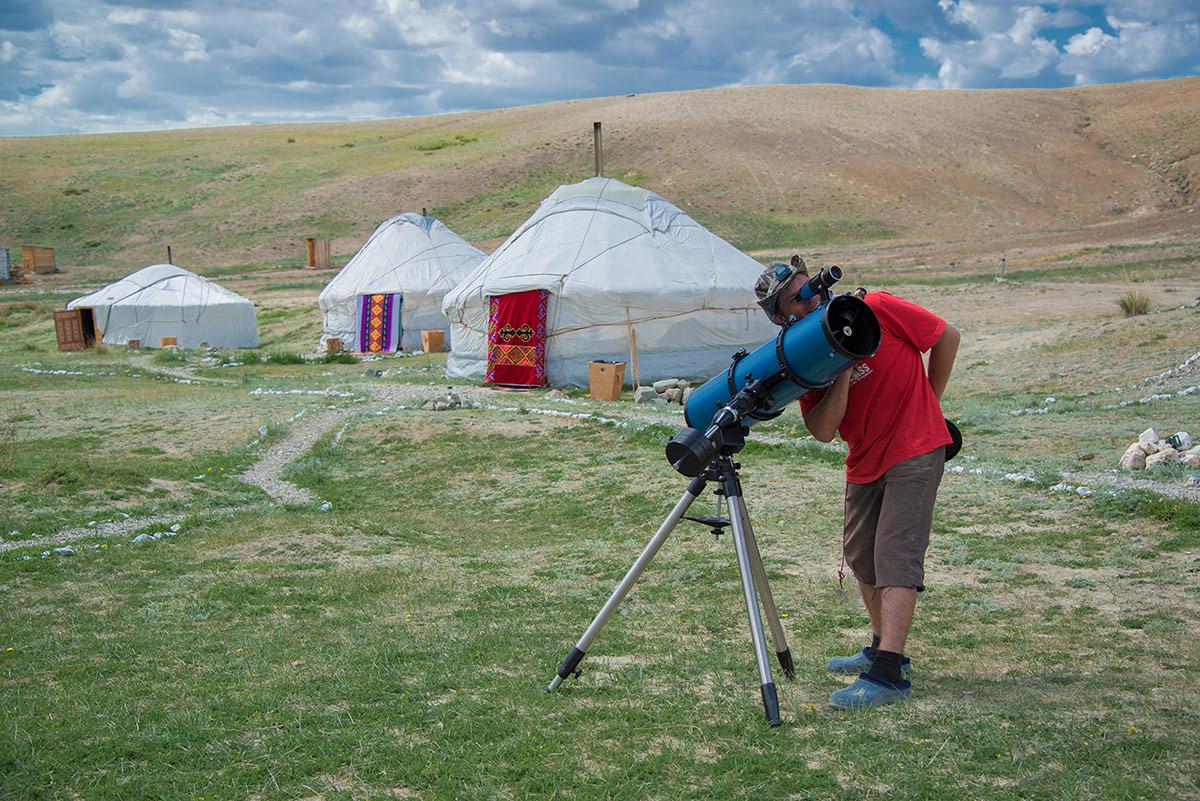 телескоп в юрточном кемпинге