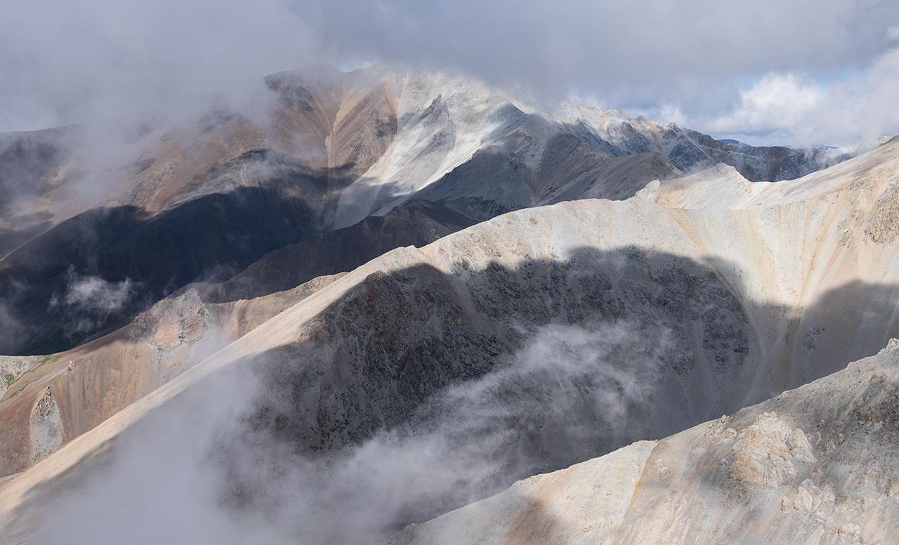 Курайский Хребет в облаках