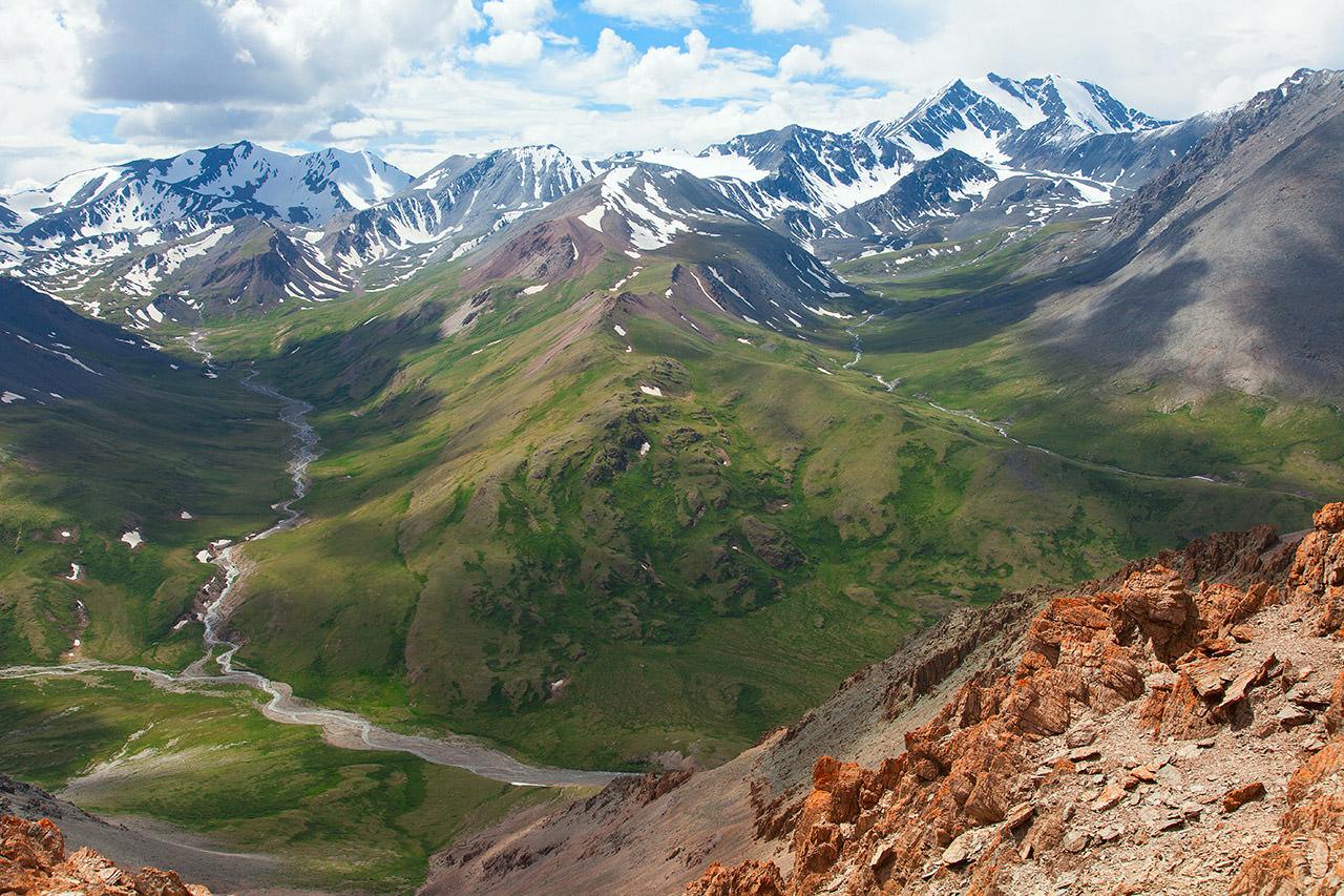 Долина Ирбисту и вершина