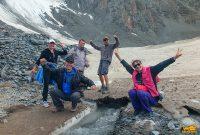 туристы покорили ледник