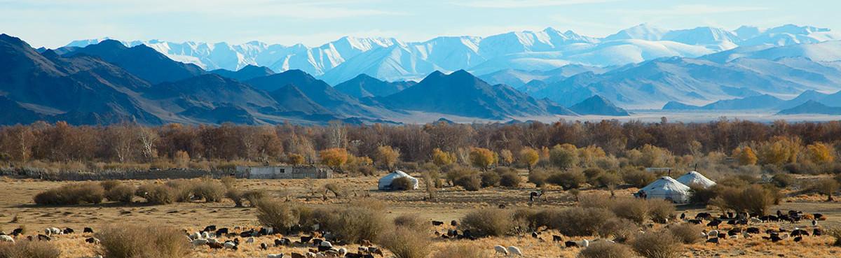 Типичный пейзаж западной Монголии