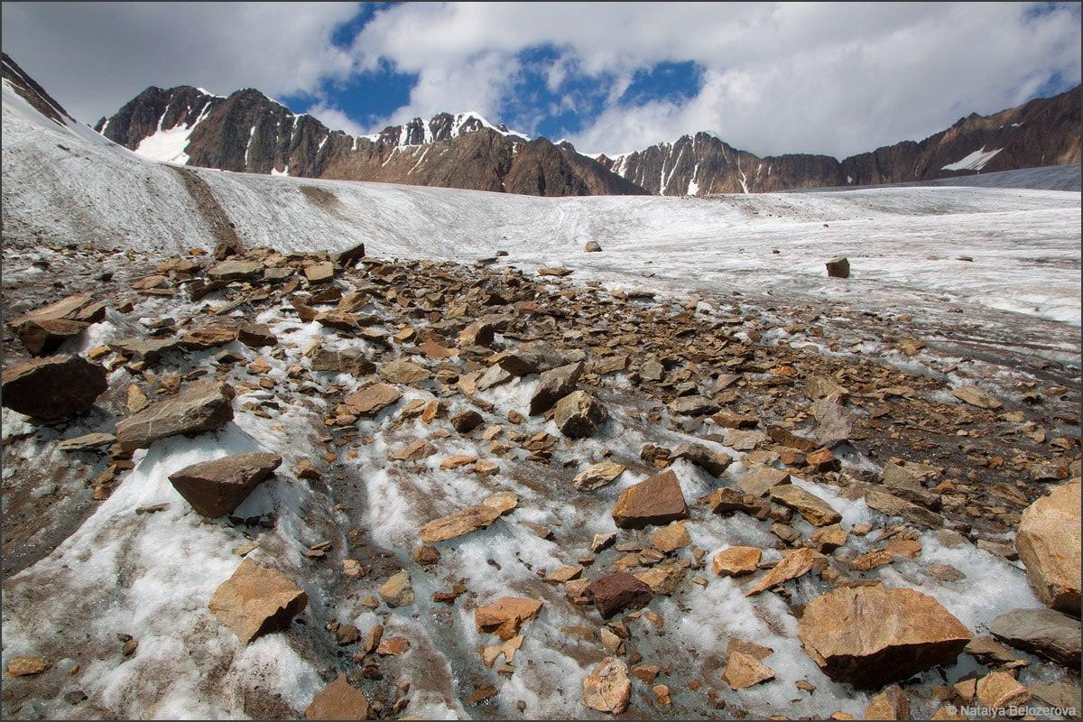 Камни на леднике Джело
