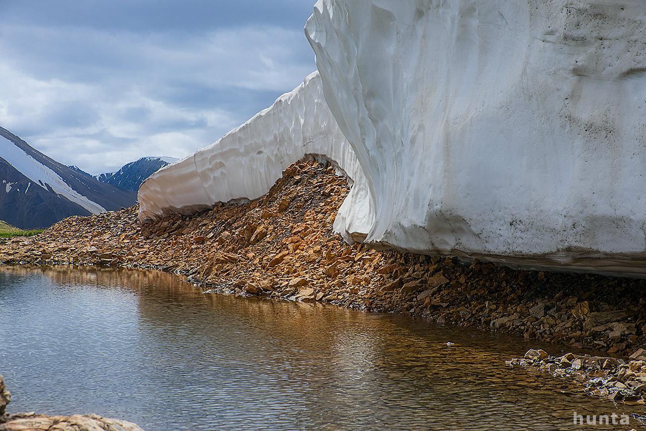 Озеро на перевале карагем